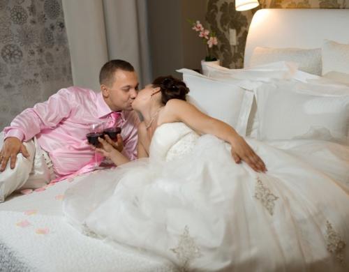 Секс брачная ночь молодых россия видео любительская съемка фильм неудержимая джина